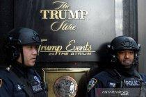 Mobil tabrak lobi Trump Plaza New York, tiga terluka