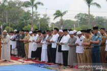 Ribuan pegawai pemerintah Bangka Belitung shalat minta hujan