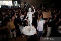 Pengadilan Hong Kong larang massa jadikan rumah polisi sebagai target
