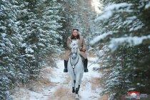 Kim Jon Un naik kuda menyusuri gunung