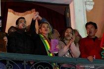 Senator Jeanine Anez deklarasikan diri sebagai presiden sementara Bolivia