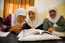 Melihat semangat perempuan tua Palestina belajar membaca dan menulis