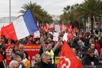 Protes perombakan sistem pensiun di Prancis
