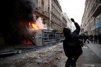 Unjuk rasa di Paris berujung kisruh