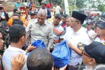 Gubernur NTB serahkan bantuan warga terdampak puting beliung Dompu