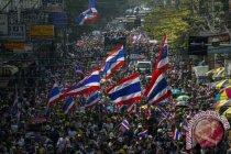 Ribuan orang berunjuk rasa di Bangkok