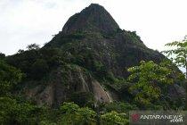 Seorang polisi meninggal setelah terjatuh dari tebing Gunung Parang