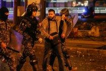 Demonstran  di Lebanon lempar batu dan benda logam ke arah polisi