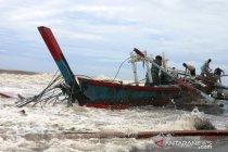 Bagan nelayan Tiku Agam terdampar di Pariaman