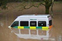 Badai Dennis terjang Britania Raya, beberapa kota terendam banjir
