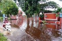 Dukcapil Kotawarigin Timur hentikan pelayanan karena banjir