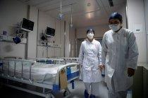 Dua anggota staf medis di Guangzhou terpapar COVID