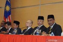Barisan Nasional dan PAS minta parlemen Malaysia dibubarkan