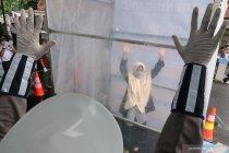 Sepekan, penyemprotan disinfektan hingga ribuan daftar relawan corona