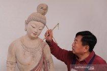 Seni mewarnai patung dari Dunhuang