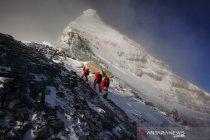 Tim survei China capai puncak gunung tertinggi di dunia