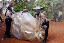 Bahayakan penerbangan, polisi razia balon udara