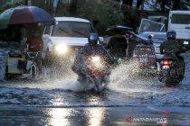 Filipina evakuasi 1.800 warganya saat badai Molave mendekat