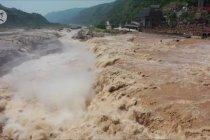 Pemandangan menakjubkan Air Terjun Hukou di China