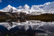 Menikmati pemandangan salju di Gunung Sapukonglagabo