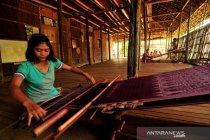 Perajin tenun di Sintang Kalbar tetap bertahan di tengah Pandemi