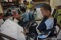 Pelatihan membatik untuk siswa penyandang disabilitas