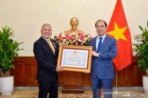 "Dubes RI terima anugerah \""Friendship Order\"" dari Presiden Vietnam"