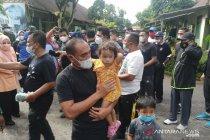 Gubernur beri semangat dan motivasi pengungsi banjir di Deli Serdang