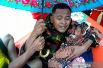 Prajurit TNI selamatkan bayi dan ibu terjebak banjir di Aceh Timur