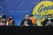 KPK menahan tiga tersangka korupsi bansos di Kemensos