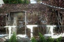 Hujan angin robohkan atap SMK di Ngawi