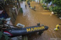 Korps Marinir TNI AL bantu evakuasi warga