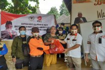 Relawan Kalteng salurkan bantuan untuk korban banjir di Kalsel