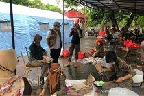 Distributor kebutuhan pokok bersatu bantu korban banjir