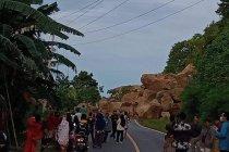 BPBD turunkan alat berat bersihkan longsoran jalan Majene-Mamuju
