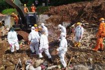 Tim SAR cari empat orang diduga masih tertimbun longsor di Sumedang