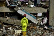 Hari keempat pencarian korban gempa di Mamuju