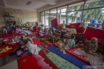 Pengungsian korban bencana banjir di Stadion Demang Lehman