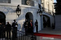 Trump akhiri jabatan presiden AS, tinggalkan Gedung Putih