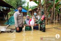 TNI-Polri di HST distribusikan seribu paket bantuan Presiden