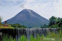 Gunung Merapi erupsi efusif