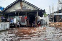 Banjir masih menggenangi Sungai Tabuk setelah enam hari tidak hujan