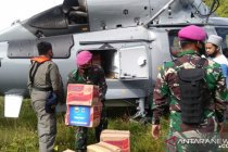 TNI AL gunakan helikopter distribusi bantuan ke desa terpencil