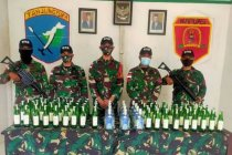 Satgas Pamtas amankan 144 botol minuman keras ilegal