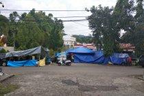Warga korban Gempa Mamuju masih bertahan di tenda-tenda darurat