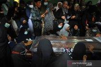 Jenazah Angga korban Sriwijaya Air dimakamkan di Padang
