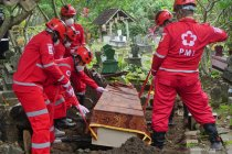 Edukasi pemakaman jenazah pasien COVID-19