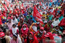 Ratusan petani India berunjuk rasa di Delhi, bentrok dengan polisi