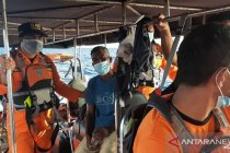 Tim SAR Ambon evakuasi empat korban kecelakaan laut
