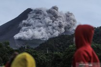 Awan panas Merapi capai 2.000 meter, BPBD Sleman evakuasi warga Turgo